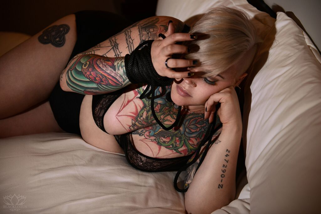 Miss Erin Black - Chicago's full figured fetish companion and Mistress